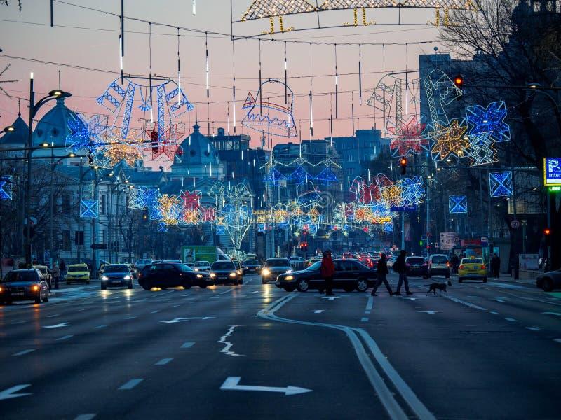 Bukarest/Rumänien - 12/26 2017: Weihnachtsdekorationen auf Nicolae Balcescu Blvd in Bukarest stockfotos