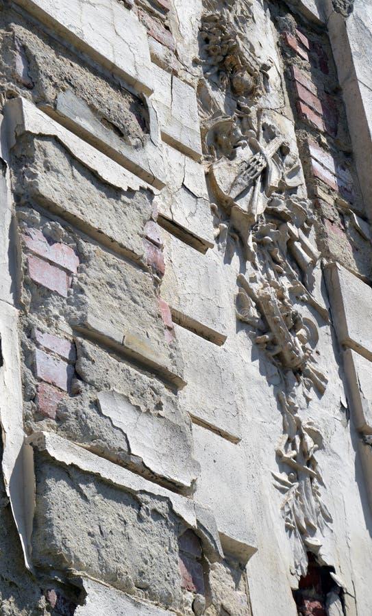 Bukarest, Rumänien: zerbröckelndes musikalisches Motiv auf Gebäude stockbilder