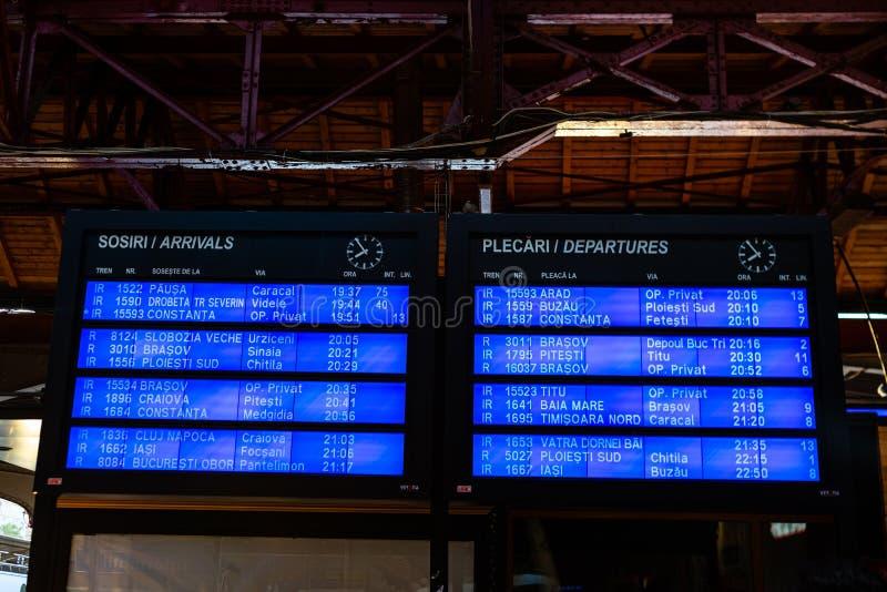 Bukarest, Rum?nien - 2019 Abfahrtbrett auf dem hauptsächlichbahnhof in Bukarest-Norden Gara de Nord stockfotografie