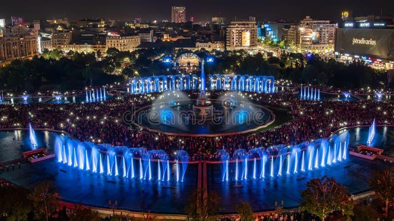 Bukarest-Stadt zentraler quadratischer neuer Brunnenpanoramablick 2018 Unirii und Nachtstadtskyline stockfotos