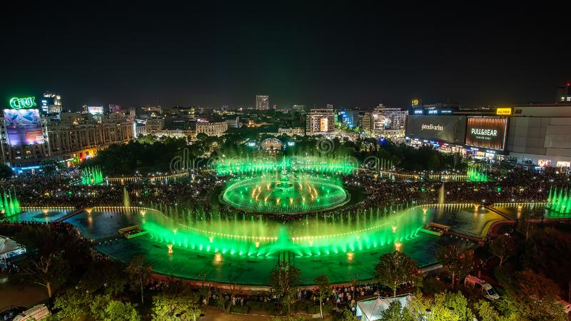 Bukarest-Stadt zentraler quadratischer neuer Brunnenpanoramablick 2018 Unirii und Nachtstadtskyline lizenzfreies stockfoto