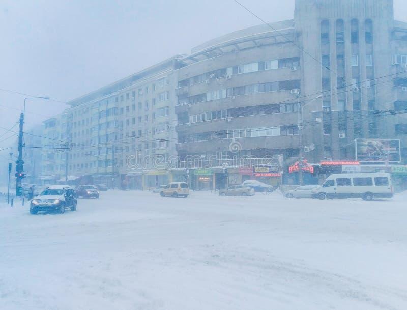 Bukarest-Straßen in der Winterzeit stockbilder