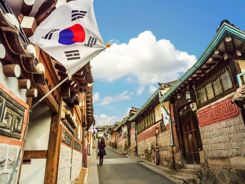 Bukchon Hanok by i Seoul, Sydkorea arkivbild