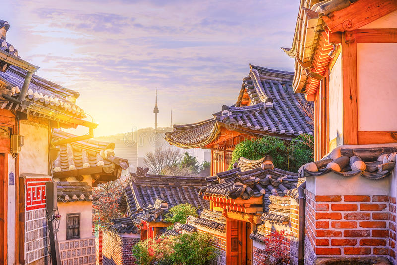 Bukchon Hanok by i Seoul, Sydkorea arkivbilder