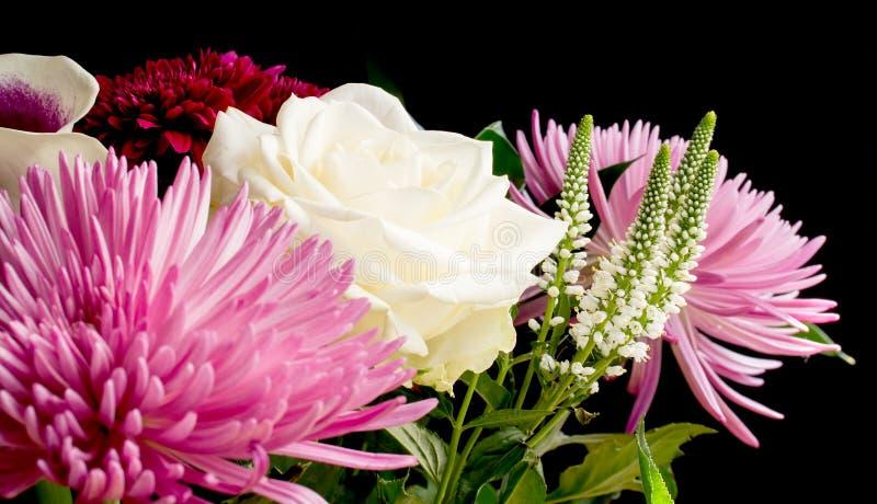 Bukett av blandade blommor royaltyfri bild