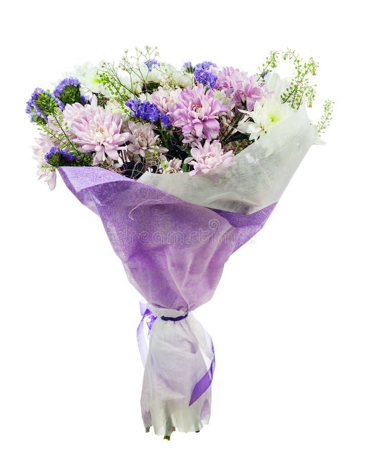 Bukett av gerberaen, nejlikor och andra blommor i blå packe royaltyfria foton