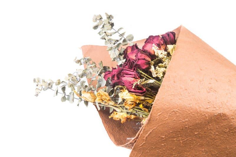 Bukett av härliga slågna in torkade röda rosor och blommor fotografering för bildbyråer