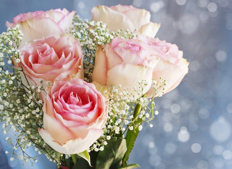Bukett av rosa rosor. fotografering för bildbyråer