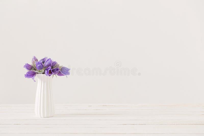 Bukett av violetta blommor f arkivbild