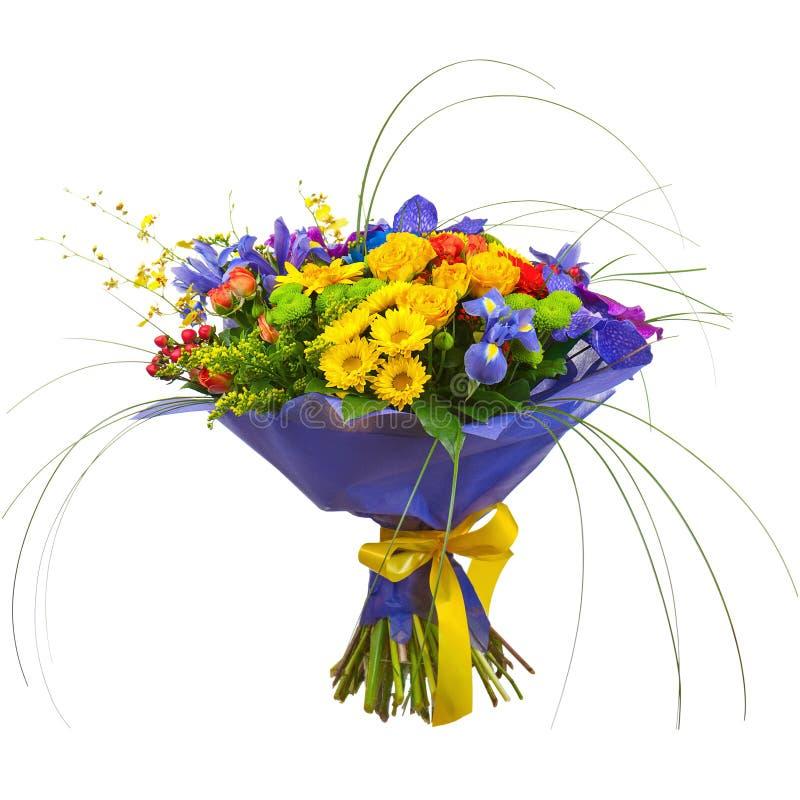 Bukett från orkidér, rosor och Gerberablommor som isoleras på Whit royaltyfria foton