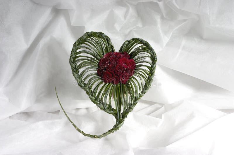 Bukett från ro i form av hjärta royaltyfri fotografi