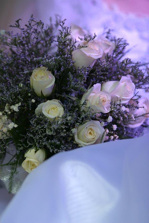 Download Bukettbröllop arkivfoto. Bild av klänning, blomsterhandlare - 983842