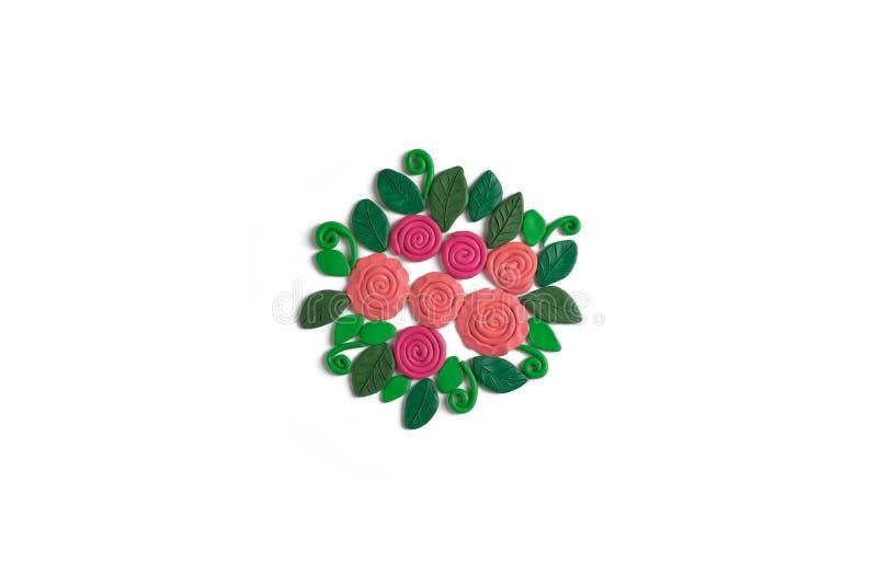 Buketten av blommor som göras av plasticine på vita rosor för en bakgrund och sidor lägger framlänges arkivfoton