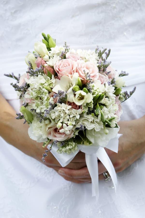 buketten blommar bröllop arkivfoto
