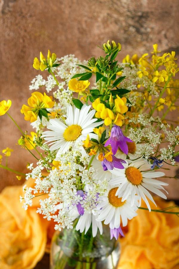 buketten blommar wild arkivbild