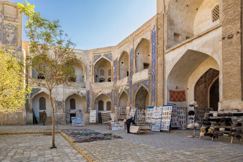 Bukhara, madrasah, podwórze zdjęcie stock