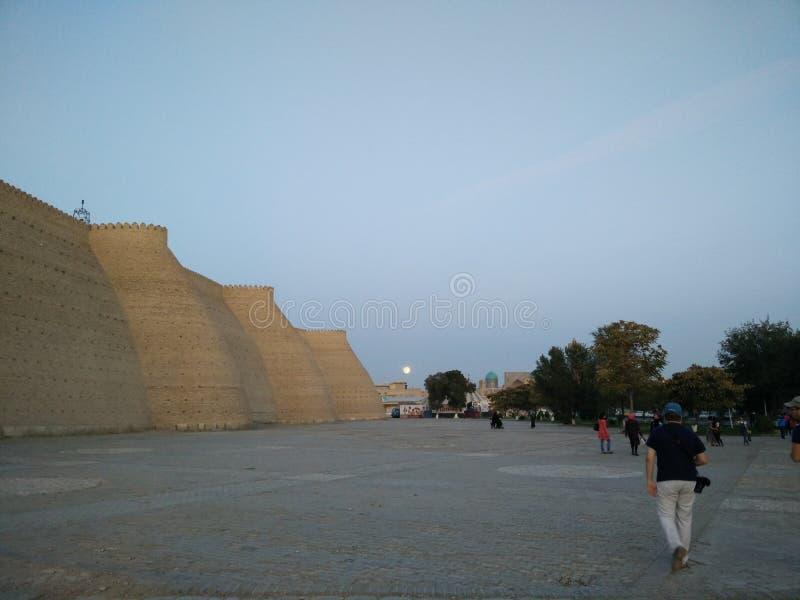 Bukhara på natten royaltyfri foto