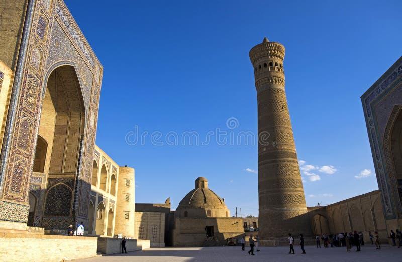 Bukhara Uzbekistan Poi Kalan - ett islamiskt religi?st komplex som lokaliseras runt om den Kalan minaret royaltyfri foto