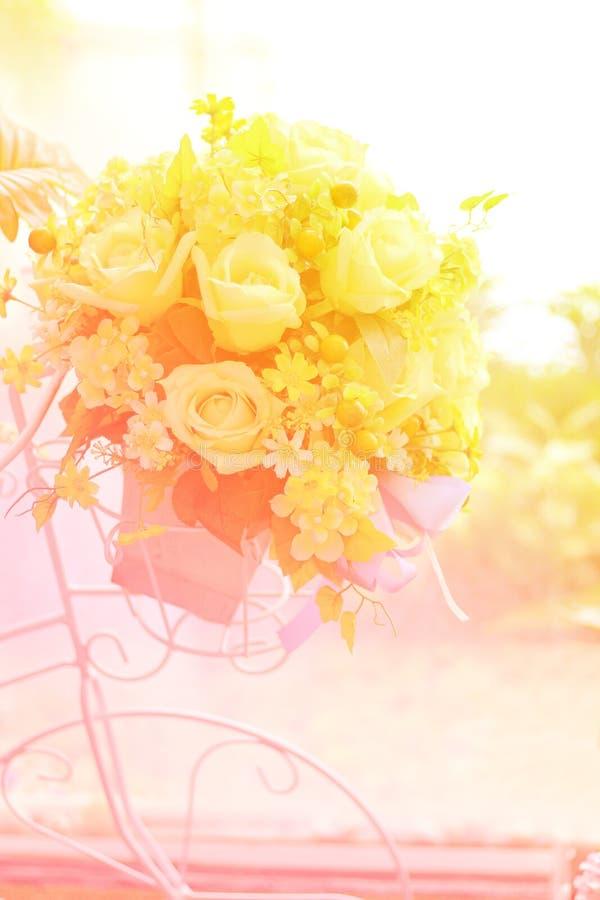 Download Bukietów sztuczni kwiaty zdjęcie stock. Obraz złożonej z sztucznie - 57658010