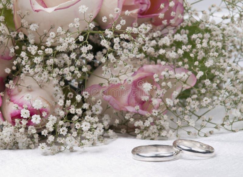 bukiet dzwoni róża śluby fotografia stock