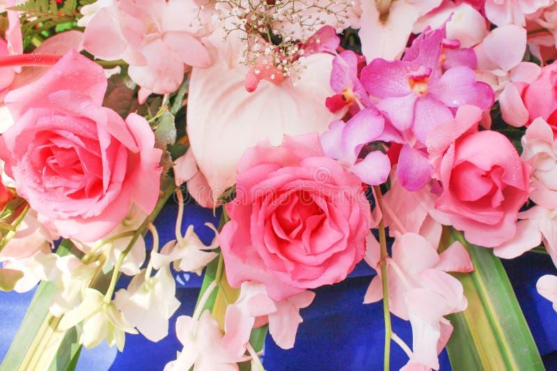 Bukiet kolorowi stubarwni kwiaty z róży kwitnienia wzoru grupową teksturą dla tła obrazy royalty free