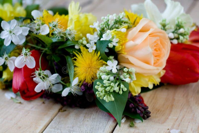 Download Bukiet Kolorowi Wiosna Kwiaty Obraz Stock - Obraz złożonej z biały, miłość: 53788835