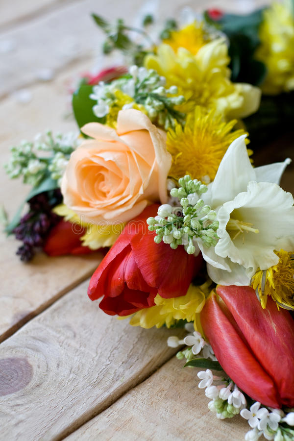 Download Bukiet Kolorowi Wiosna Kwiaty Obraz Stock - Obraz złożonej z yellow, obdarzony: 53788845