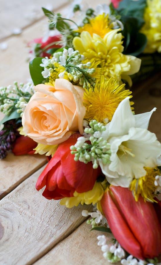 Download Bukiet Kolorowi Wiosna Kwiaty Zdjęcie Stock - Obraz złożonej z wianek, miłość: 53788950