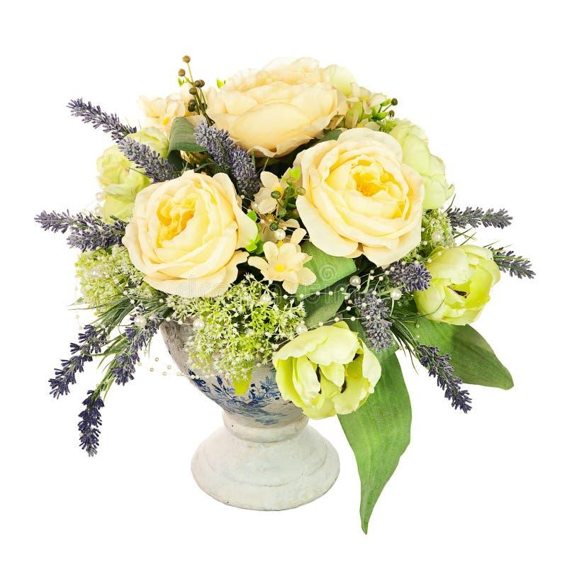 Bukiet od sztucznych kwiatów przygotowania centerpiece w starym v zdjęcia royalty free