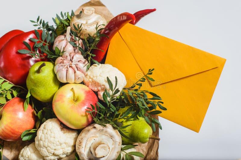 Bukiet owoc, warzywa i pieczarki, obrazy stock