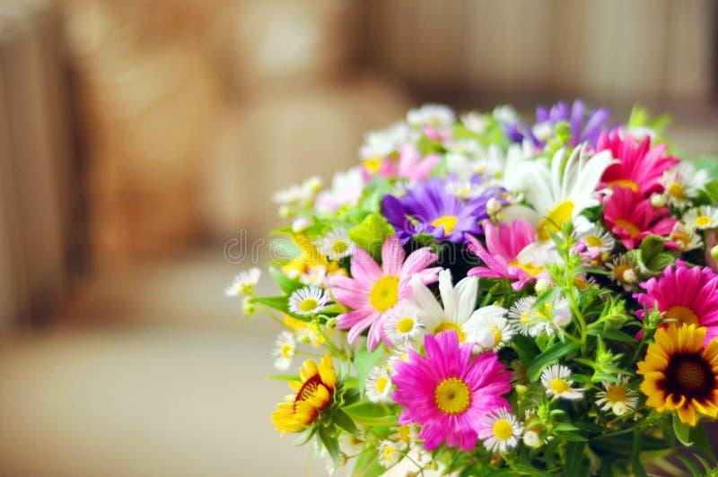 Bukiet prości kwiaty zdjęcia royalty free