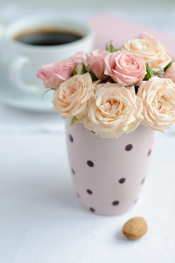 bukiet róże delikatne różowe obrazy royalty free
