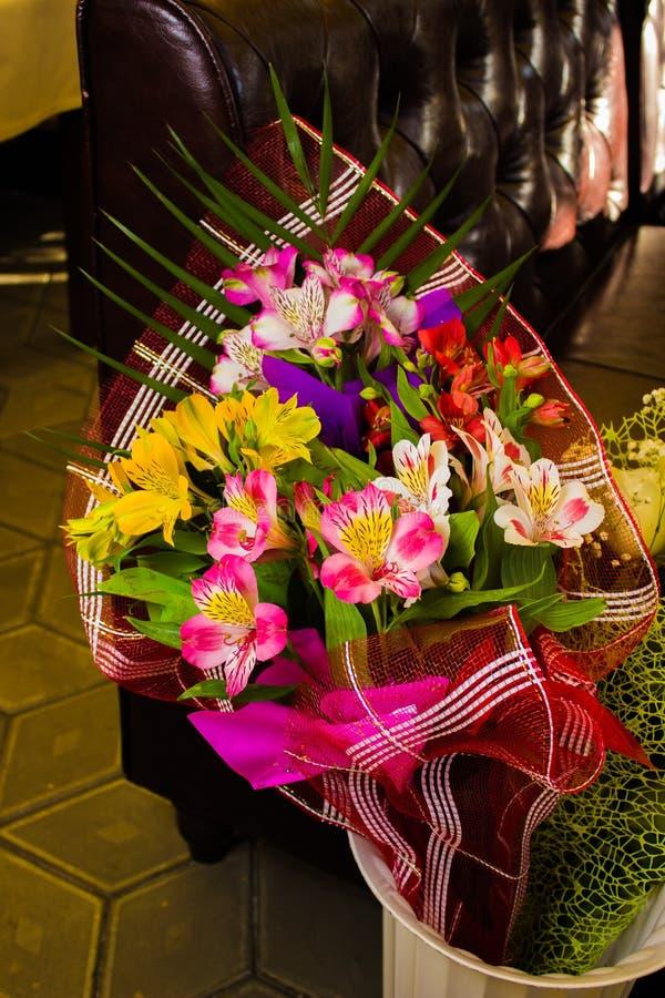 Bukiet różni kolorowi kwiaty obrazy royalty free