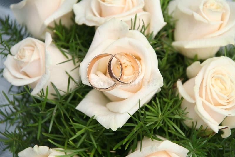 Download Bukiet róże zdjęcie stock. Obraz złożonej z sharkskin - 13340886