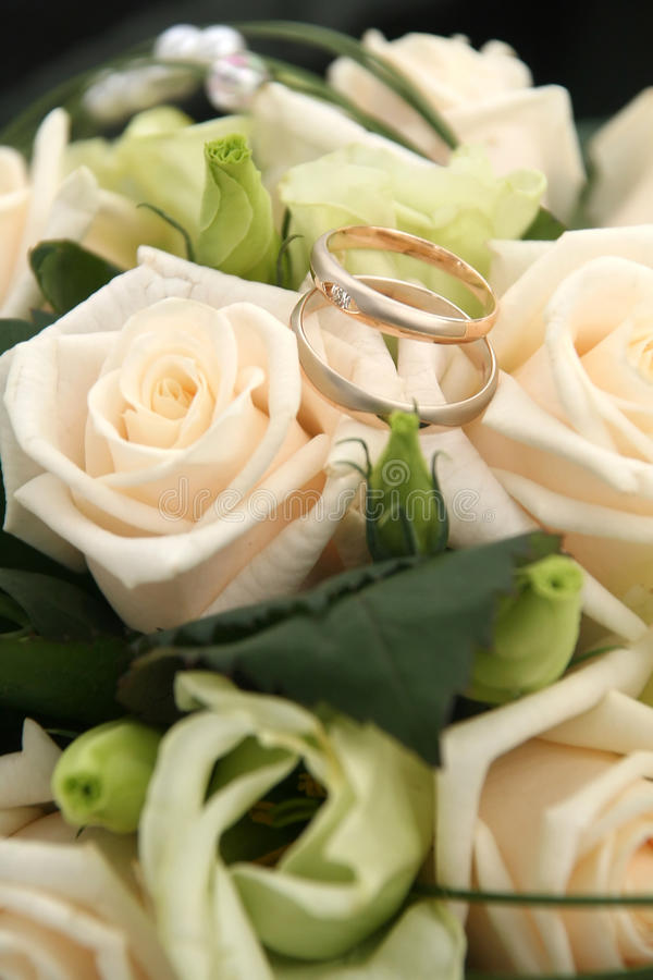 Download Bukiet róże zdjęcie stock. Obraz złożonej z kolor, niezrównoważenie - 13340894