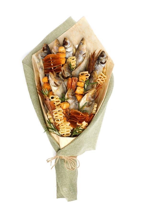 Bukiet składa się solonego sztokfisza różni trakeny, plasterki wysuszona kałamarnica i inny, łowimy na białym tle zdjęcie stock