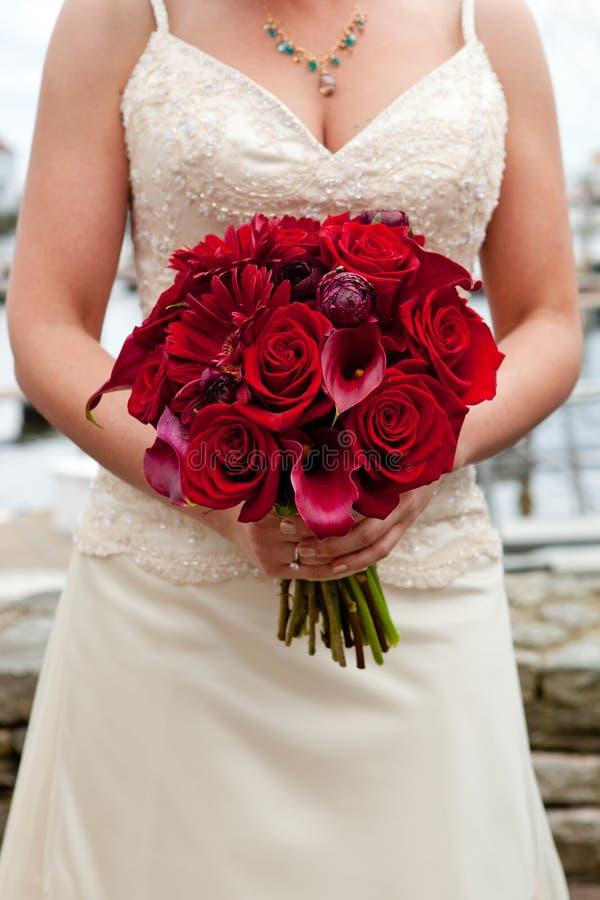 Download Bukieta czerwieni ślub obraz stock. Obraz złożonej z biały - 24491977