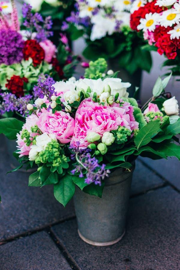 bukieta jaskrawy kwiat?w ilustraci wektor zdjęcie stock