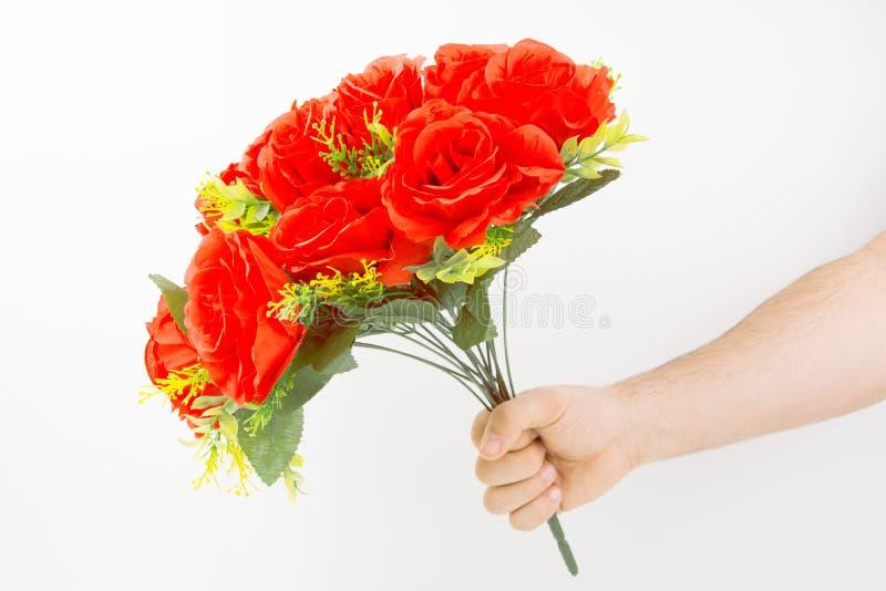 bukieta ręki mienia czerwieni róże zdjęcia royalty free