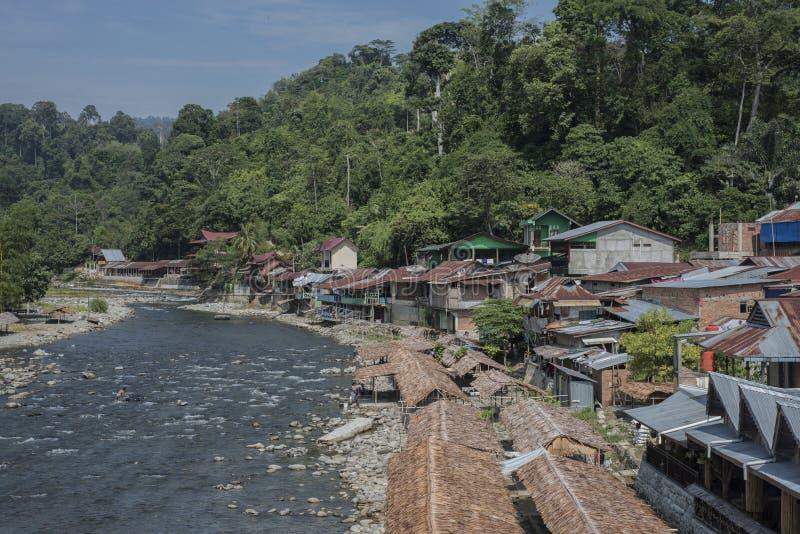 Bukit Lawang dans Sumatra, Indonésie est tranquille pendant la bas-saison touristique photo libre de droits