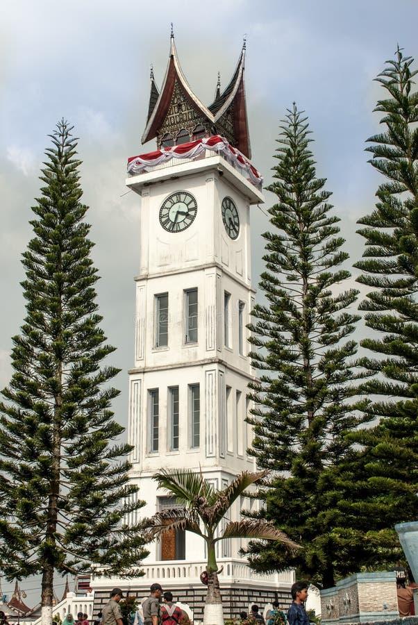 Bukittinggi, Indonesia - 23 agosto, 20015 - inceppi Gadang, il grande orologio che sta alto fotografia stock libera da diritti
