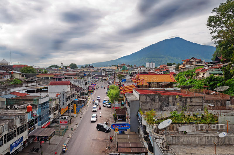 Bukittinggi Singgalangand i góra Sumatra wyspa Indonezja obrazy royalty free