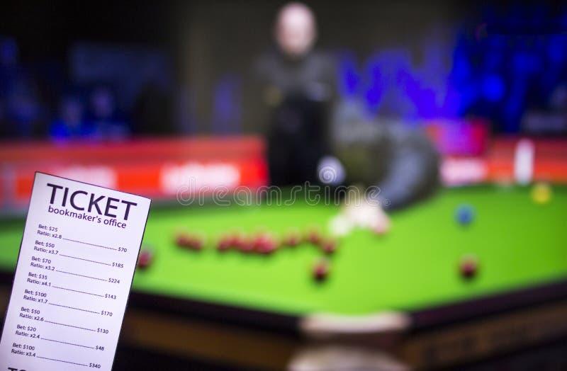 Bukmachera bilet na tle TV bawi się zakładać się, bukmachera bilet, który pokazuje grę snooker, fotografia royalty free