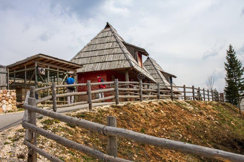 Bukoliczna Wiejska górska wioska na wiosna dniu obrazy stock