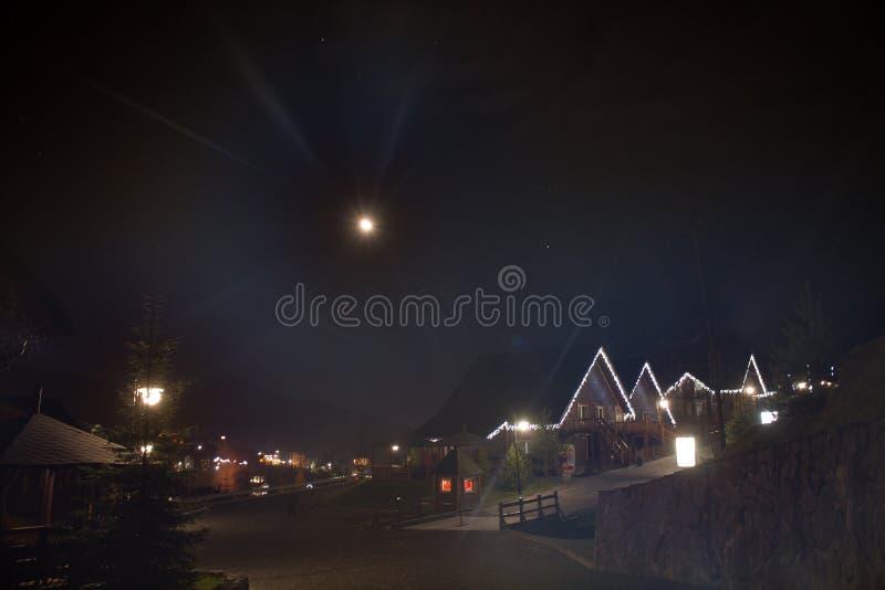 Bukovel da noite imagens de stock