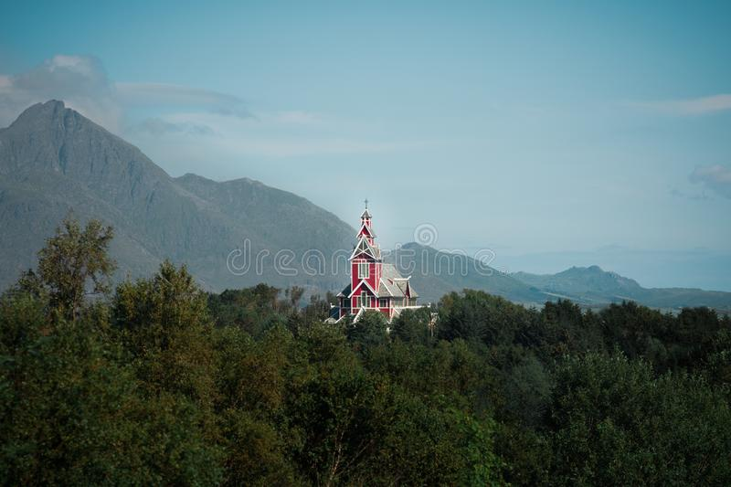 Buksnes kyrka i Gravdal royaltyfria bilder