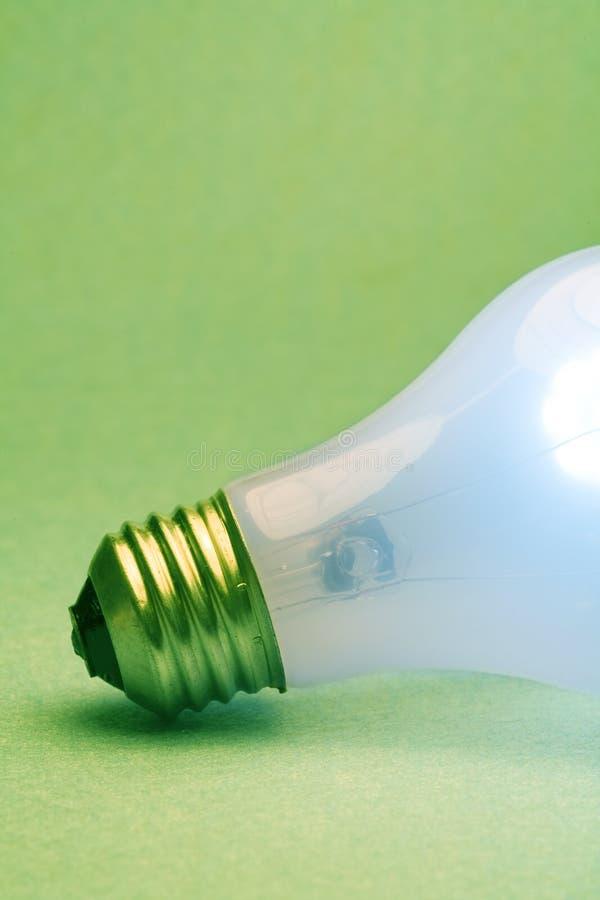 Bulbo de la luz verde foto de archivo