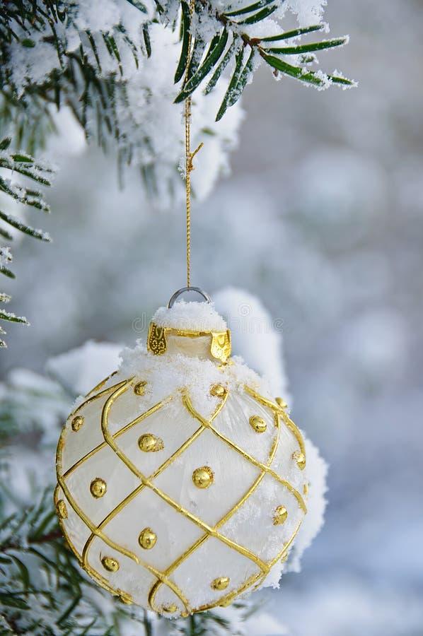 Bulbo de la Navidad blanca imagen de archivo libre de regalías