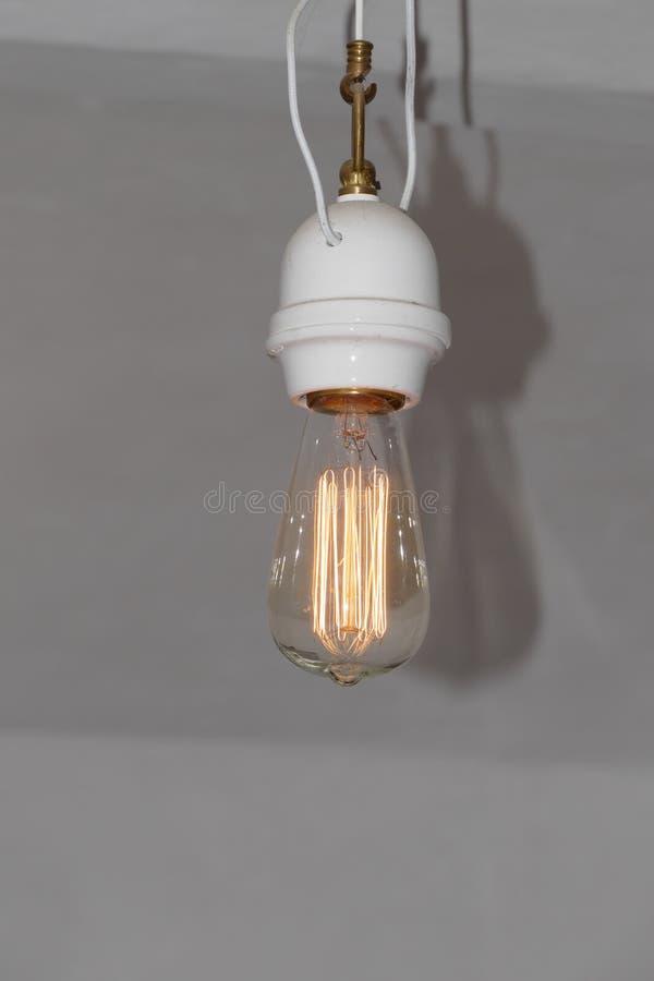 Bulbo del vintage con la lámpara fotografía de archivo
