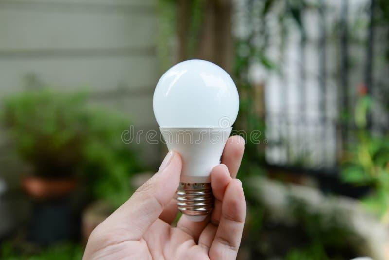 Bulbo do diodo emissor de luz - nova tecnologia da energia imagem de stock